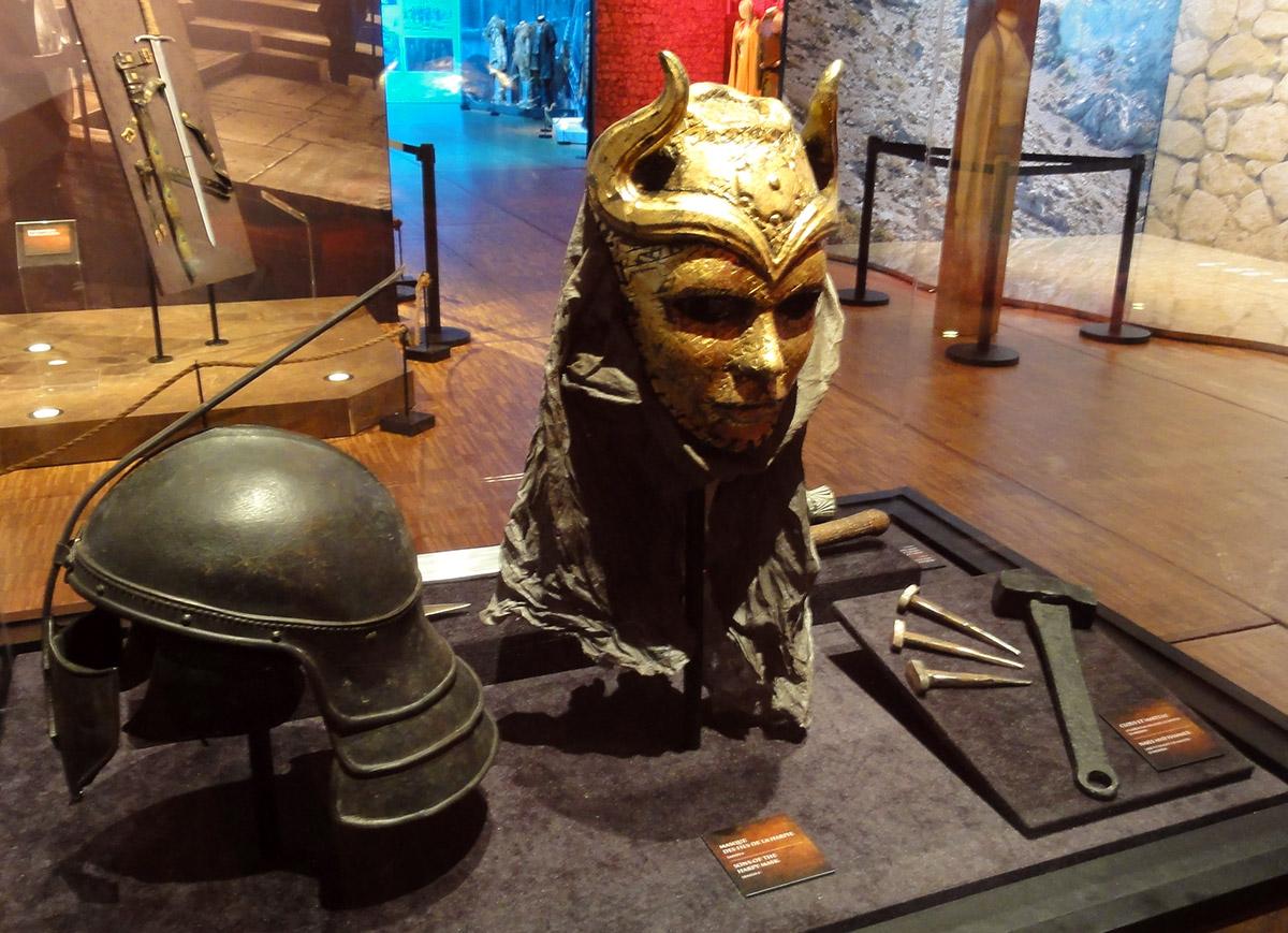 Le casque des Immaculés côtoie le masque des fils de la harpie.