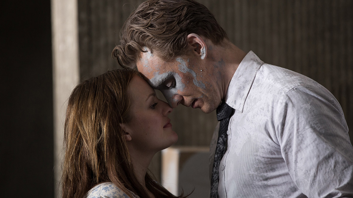 high-rise-moss-hiddleston